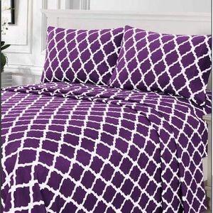 ⭐️SALE⭐️Queen 4pc Purple Arabesque Bedsheets